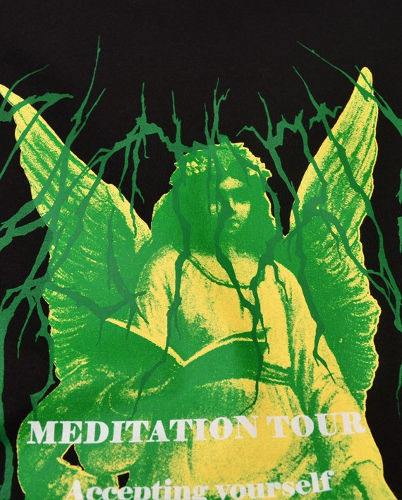 CAMISETA OVERSIZED __MEDITATION TOUR PRETO